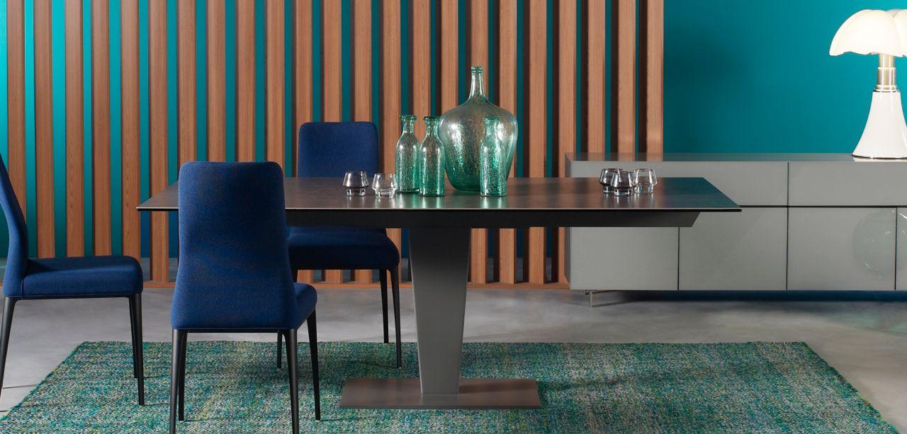 Table de repas nephtis roche bobois for Salle a manger table ceramique