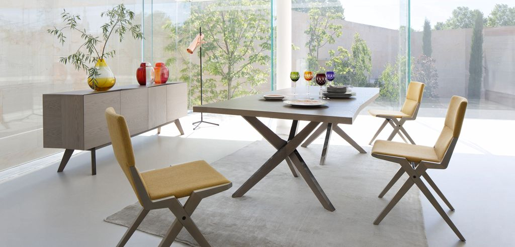 Table contemporaine roche bobois for Table de salle a manger roche bobois