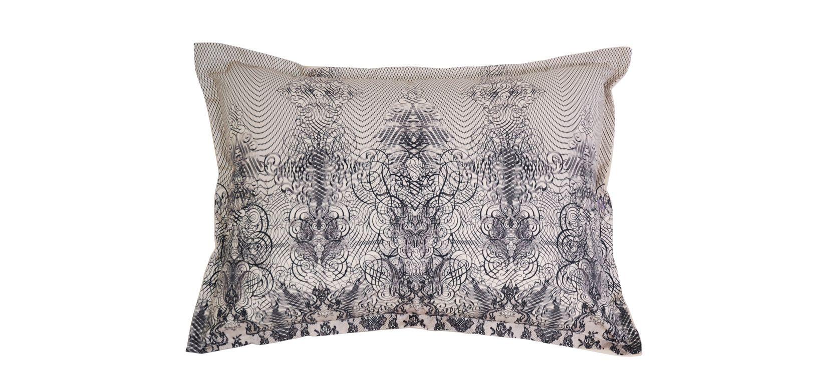 coussin dentelle jean paul gaultier roche bobois. Black Bedroom Furniture Sets. Home Design Ideas