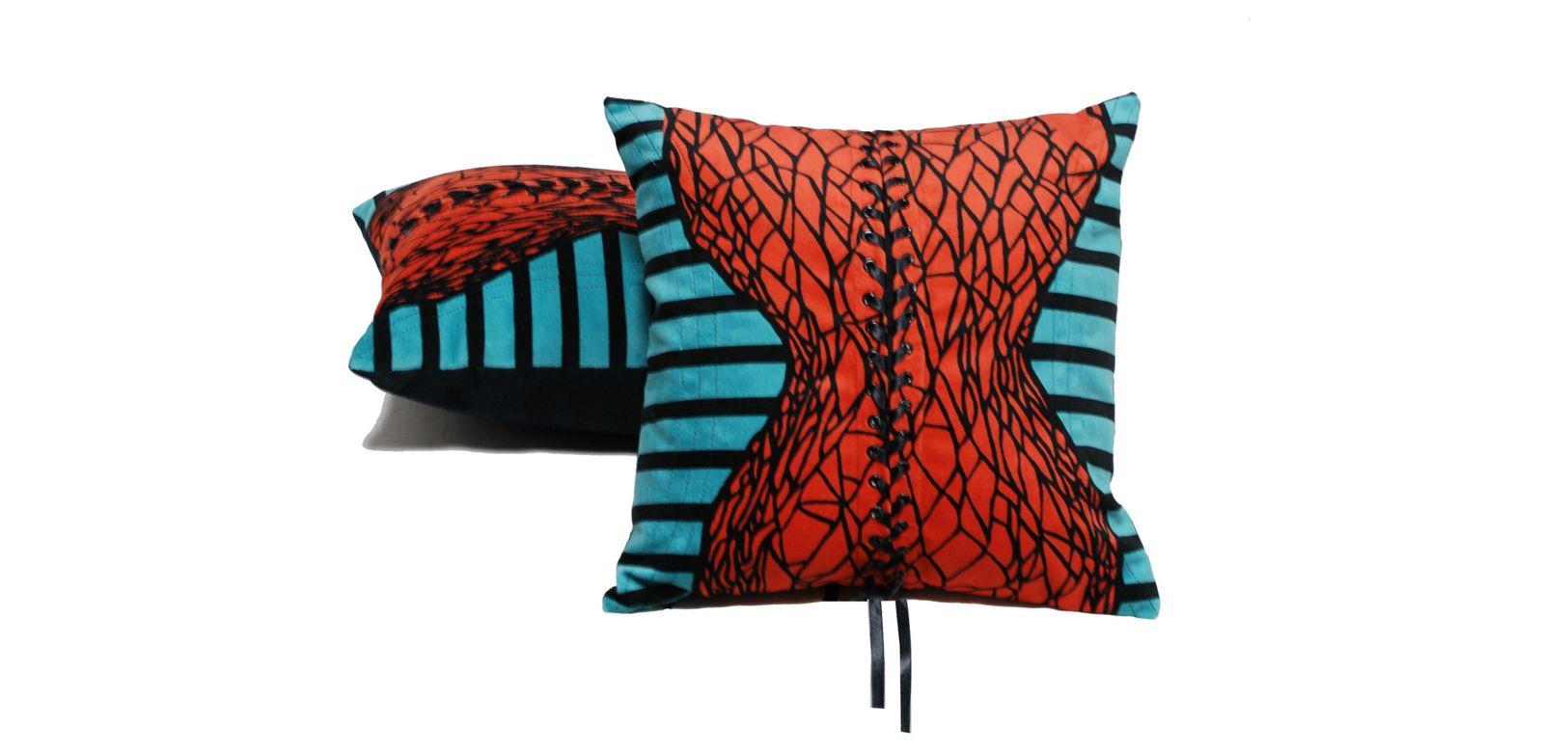 coussin corset jean paul gaultier roche bobois. Black Bedroom Furniture Sets. Home Design Ideas