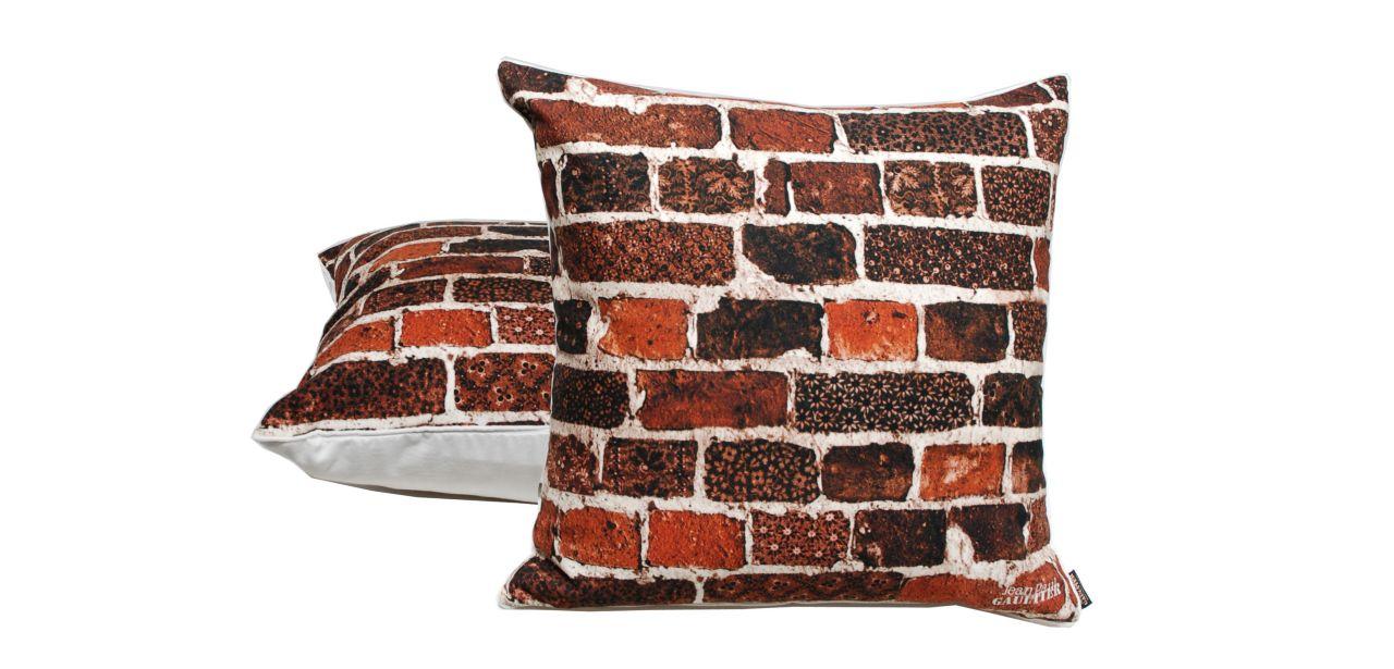 coussin joyeux jean paul gaultier roche bobois. Black Bedroom Furniture Sets. Home Design Ideas