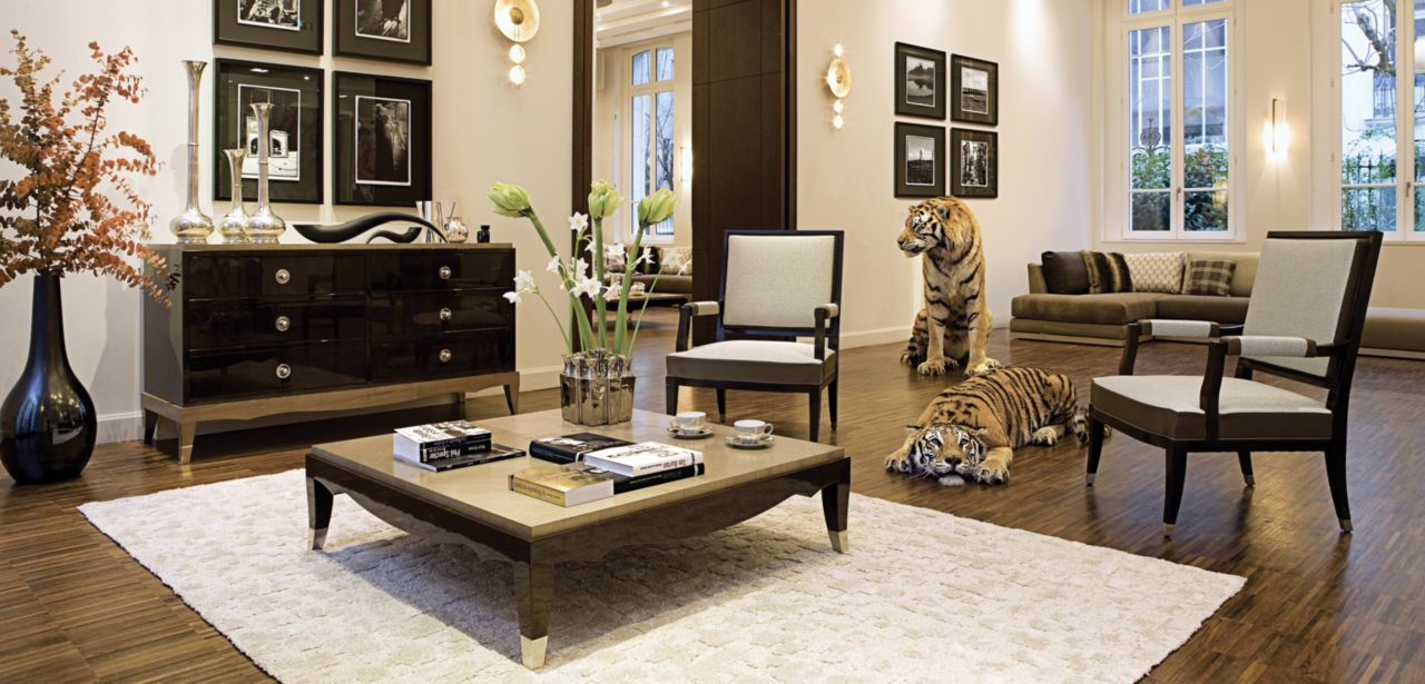 grand hotel cocktail table nouveaux classiques collection roche bobois. Black Bedroom Furniture Sets. Home Design Ideas