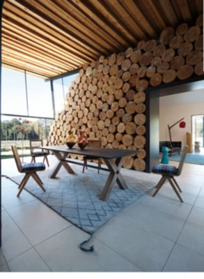 EXPRESSION DINING TABLE