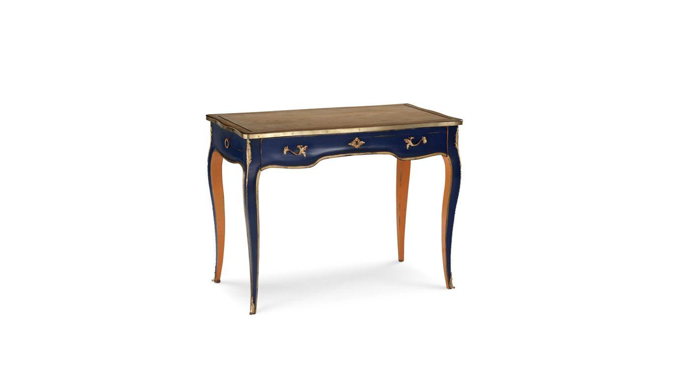 volutes dining table nouveaux classiques collection roche bobois. Black Bedroom Furniture Sets. Home Design Ideas