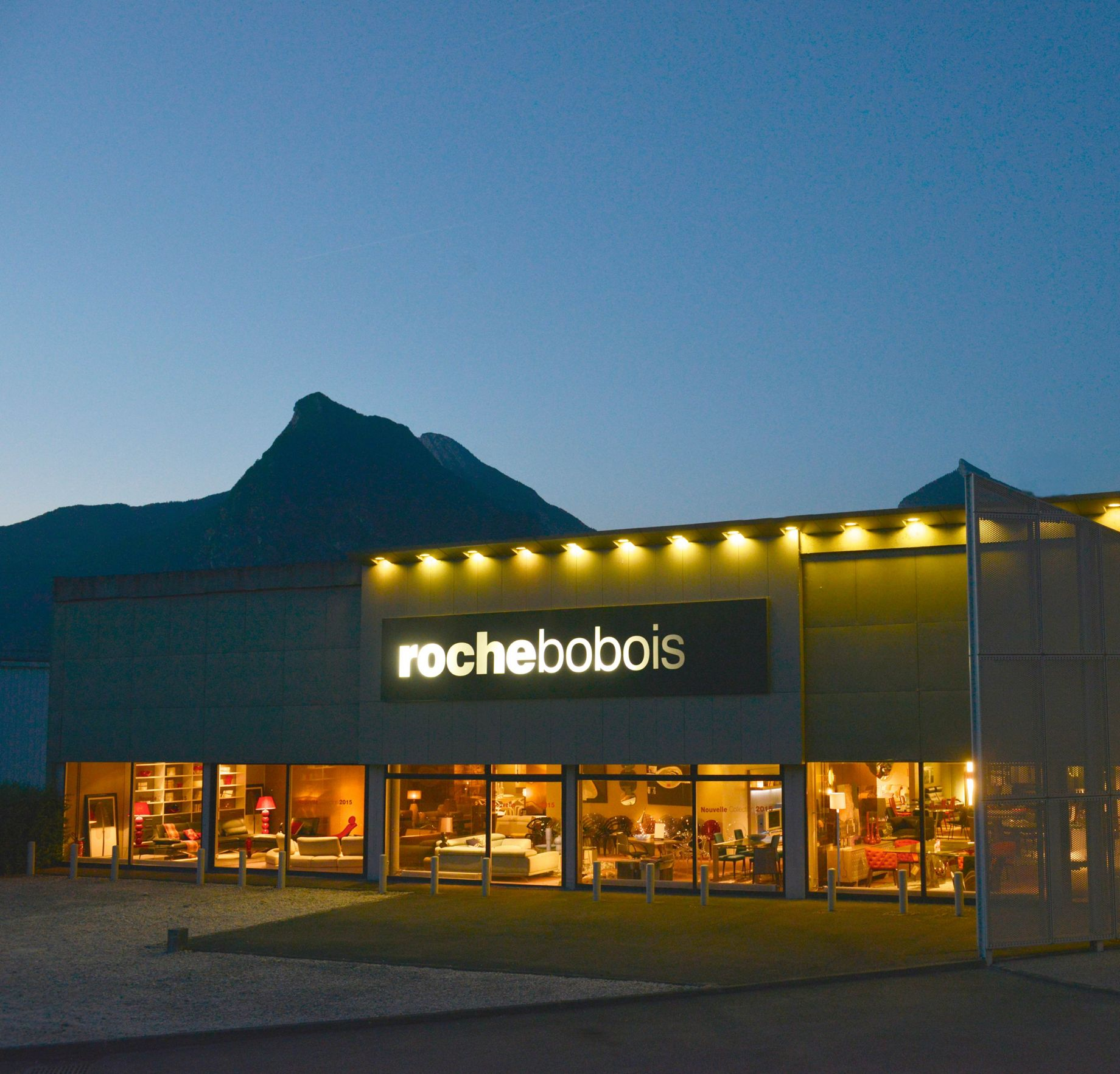 magasin roche bobois grenoble saint egr ve 38120. Black Bedroom Furniture Sets. Home Design Ideas