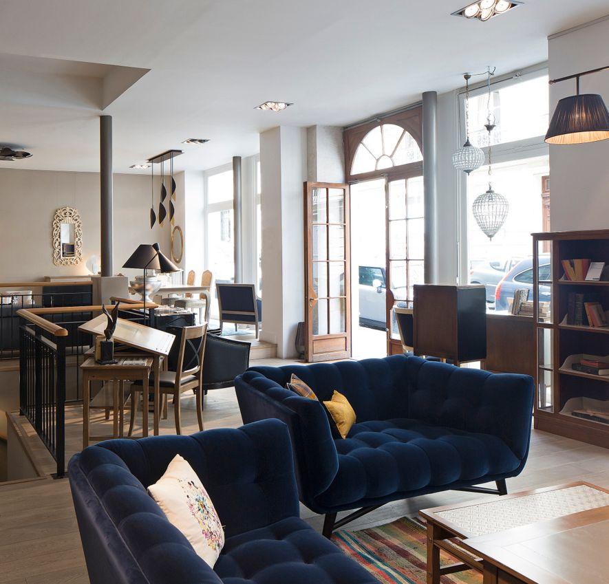 negozio roche bobois paris 17 nouveaux classiques 75017. Black Bedroom Furniture Sets. Home Design Ideas