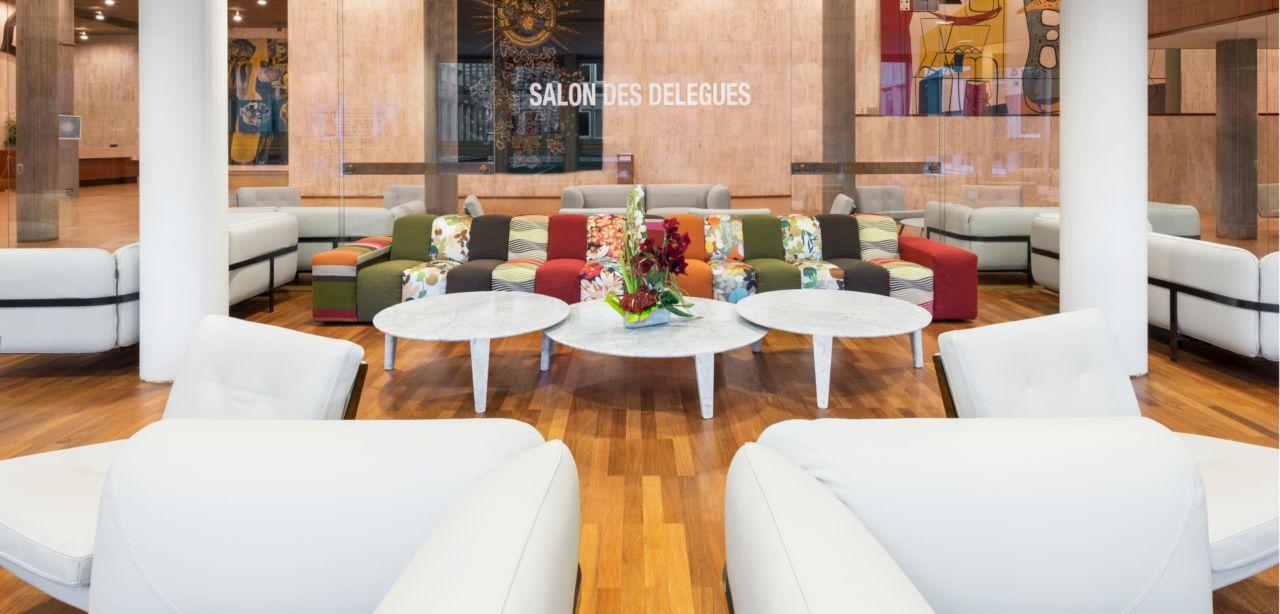 roche bobois am nage le salon des d l gu s de l 39 unesco. Black Bedroom Furniture Sets. Home Design Ideas