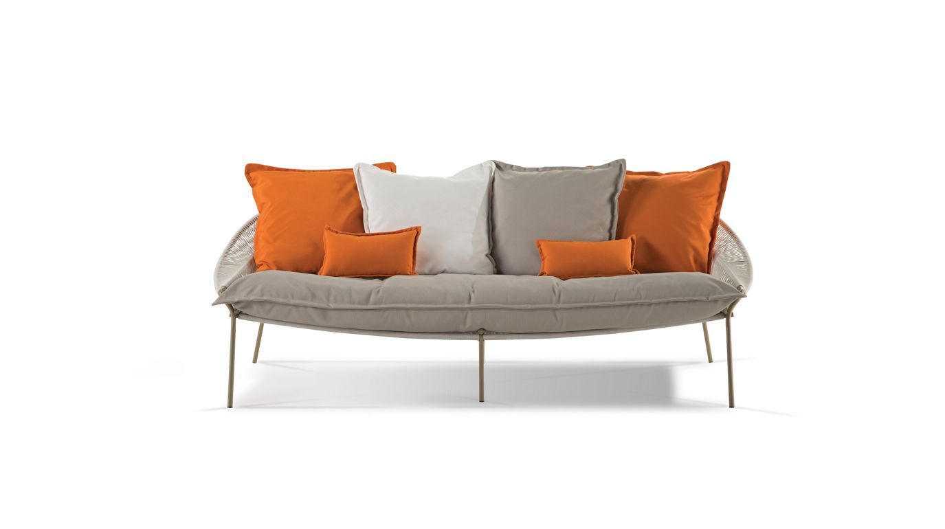 Traveler outdoor 3 seat sofa roche bobois for Canape roche bobois