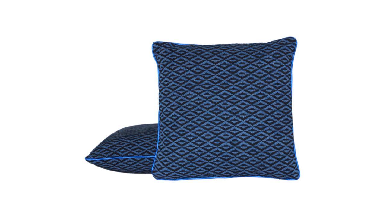 coussin rome roche bobois. Black Bedroom Furniture Sets. Home Design Ideas