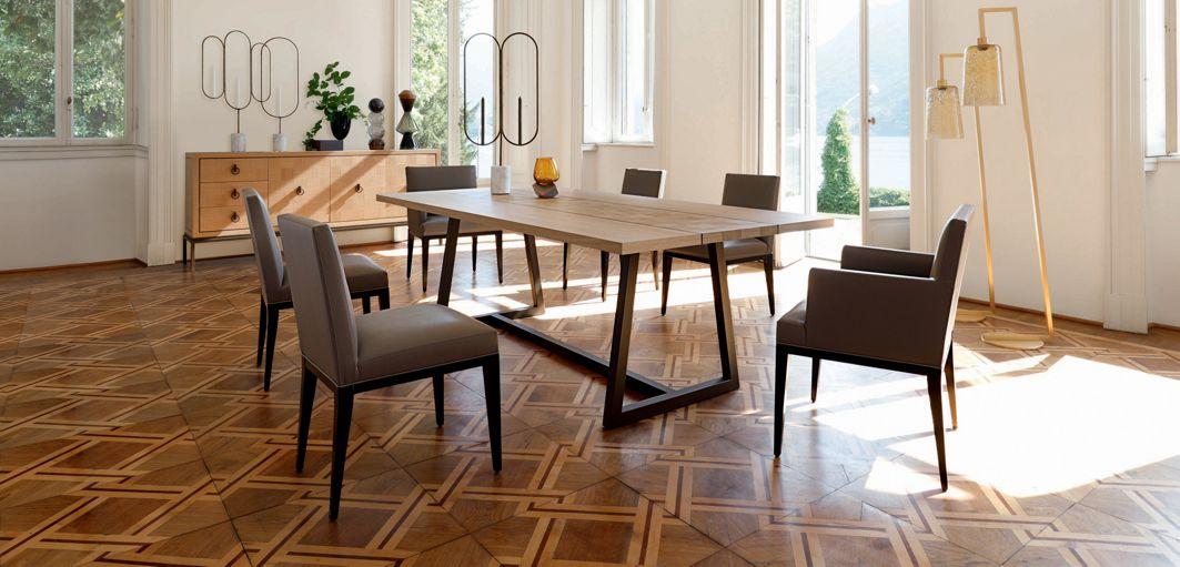 Epoq chair nouveaux classiques collection roche bobois for Salle a manger roche bobois