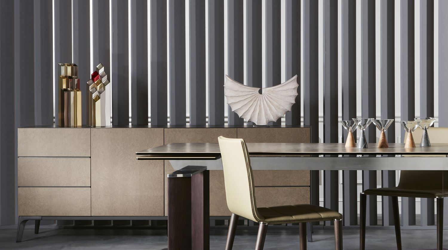 Globus sideboard roche bobois for Table 52 2016