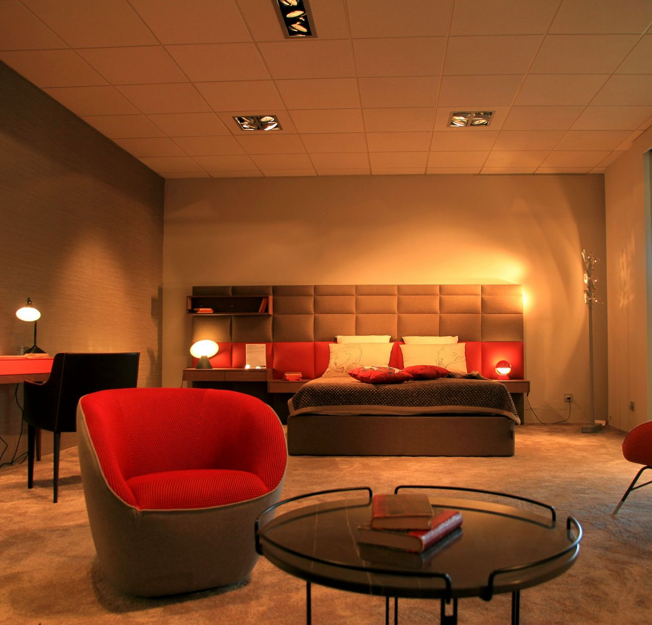 roche bobois showroom dijon quetigny 21800. Black Bedroom Furniture Sets. Home Design Ideas
