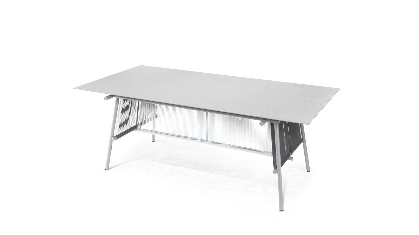 Traveler outdoor dining table roche bobois for Table basse verre roche bobois