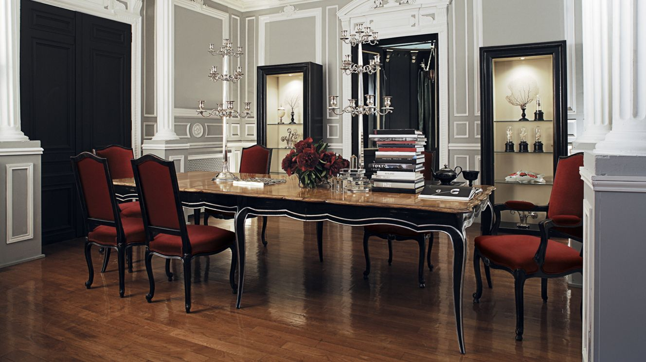 volutes dining table nouveaux classiques collection roche bobois. Black Bedroom Furniture Sets. Home Design Ideas