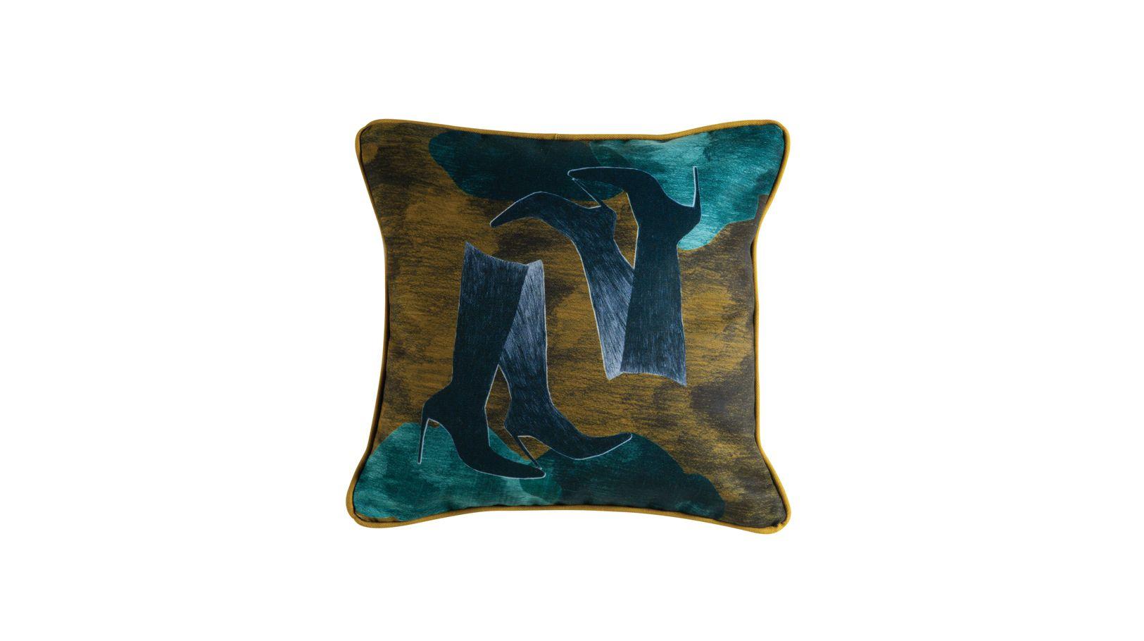 bottes cushion roche bobois. Black Bedroom Furniture Sets. Home Design Ideas