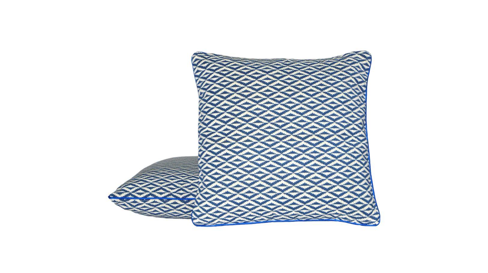 rome coussin roche bobois. Black Bedroom Furniture Sets. Home Design Ideas
